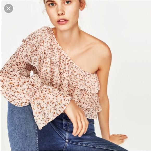 5dcca3617 Zara Chiffon Ruffle One Sleeve Floral Top. M_5b4eb46cde6f62816965e5fb